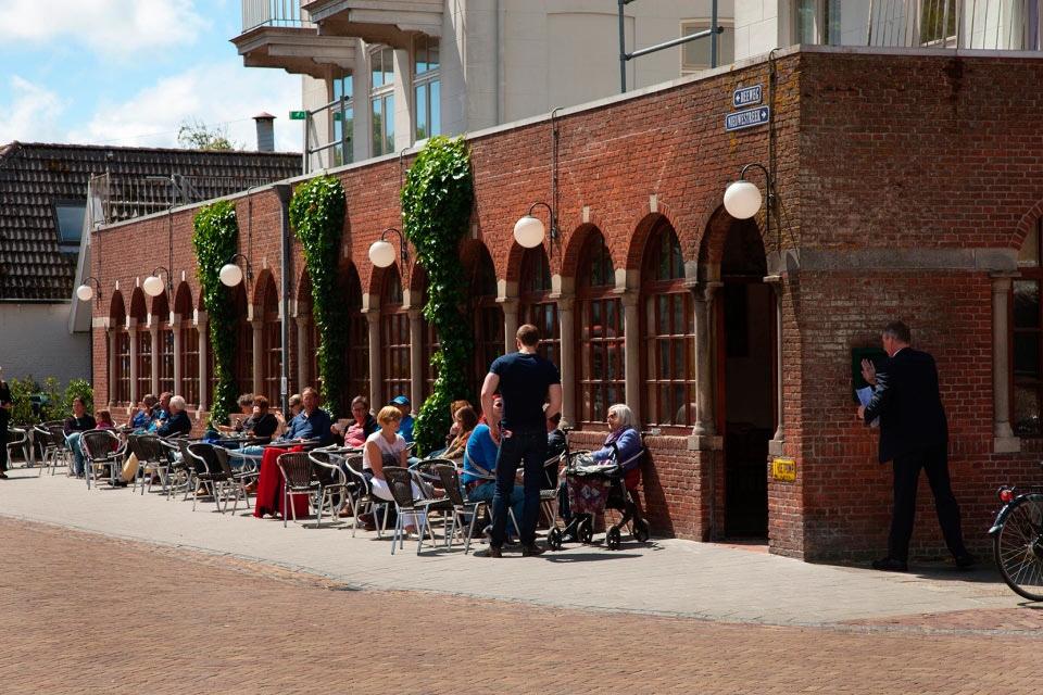 3-welkom-terras-hotel-van-der-werff-hotel-van-der-werff-copyright-foppe-schut