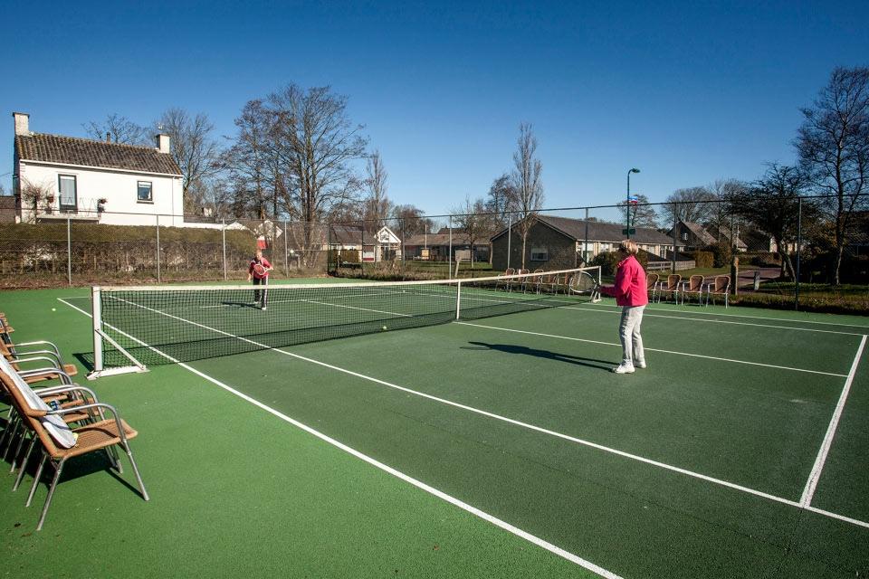 8-welkom-tennisbaan-hotel-van-der-werff-copyright-foppe-schut